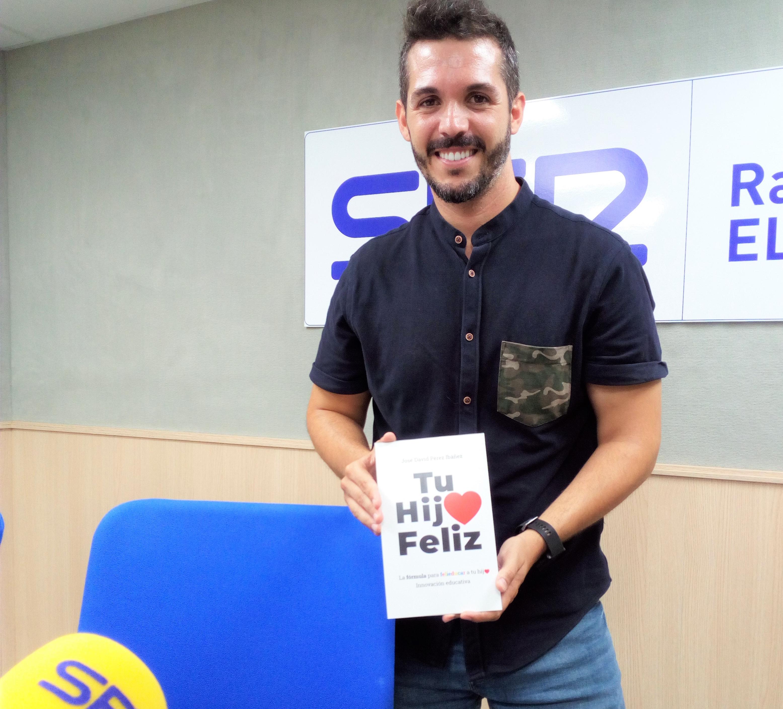 José David Pérez, presentación del libro Tu hijo feliz, en Radio Elda Cadena Ser